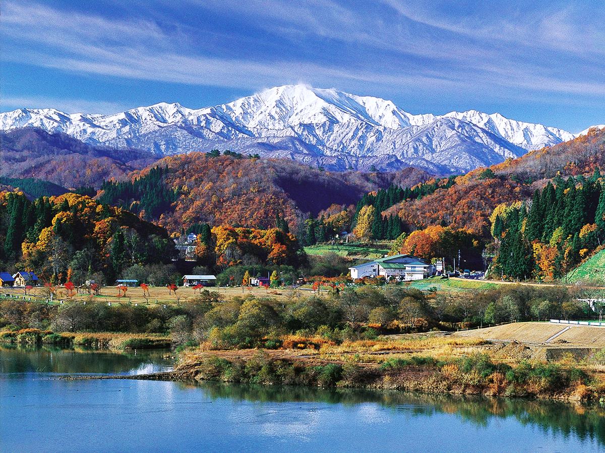 10月 飯豊山と白川湖(須郷)