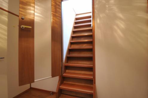 ドミンゴ桜新町301号室階段