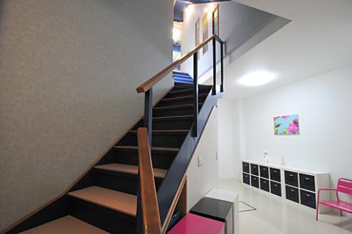 Domingo Ayase stairs