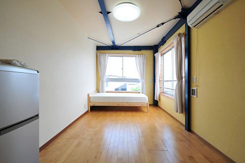 Domingo Ayase room 303
