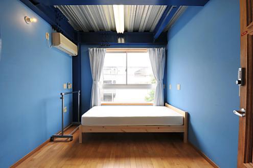 Domingo Ayase room 202
