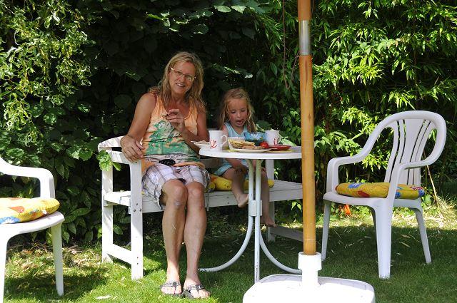 Mitbringfrühstück in Ilonas Garten