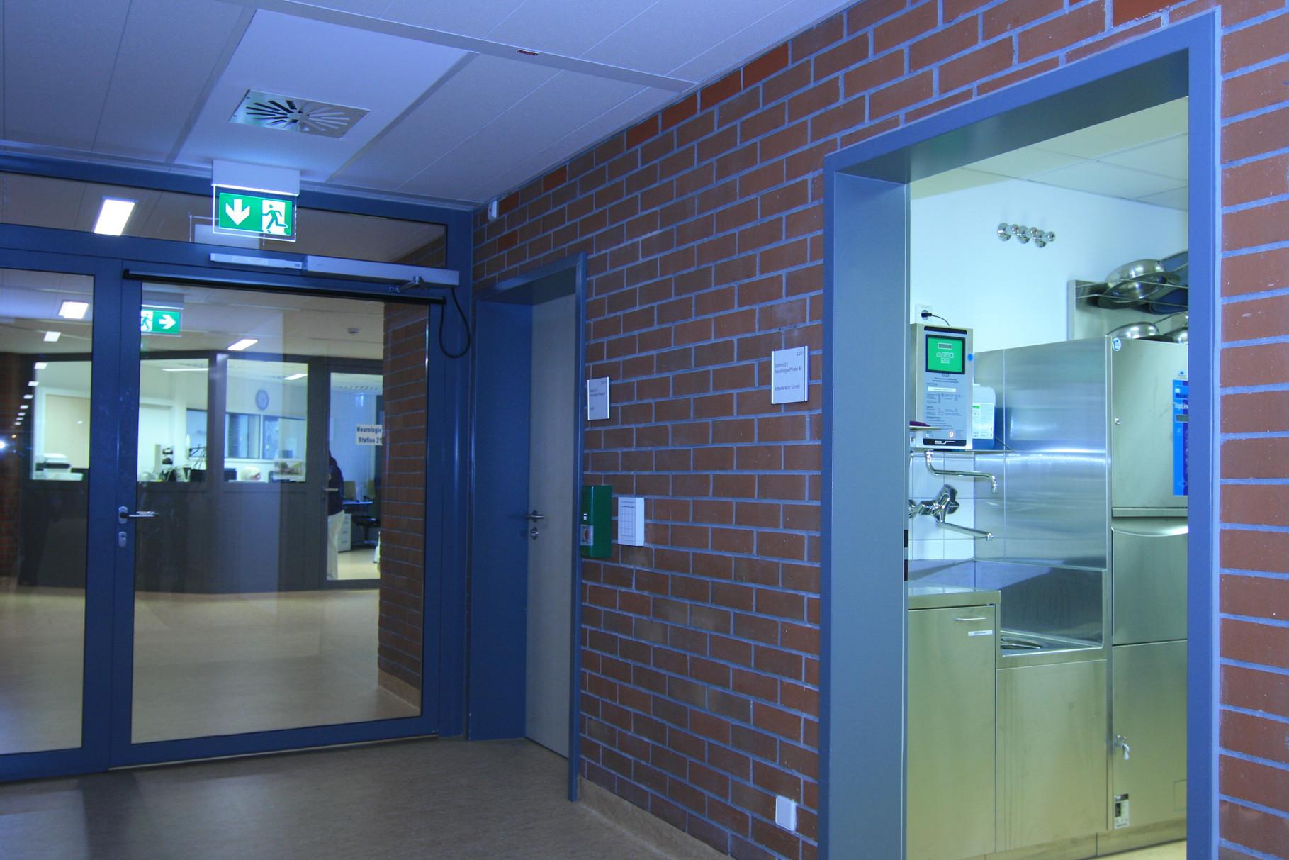 Bad Urach Reha Phase B - Station Zugangskontrolle und Raum Unrein mit Spüle