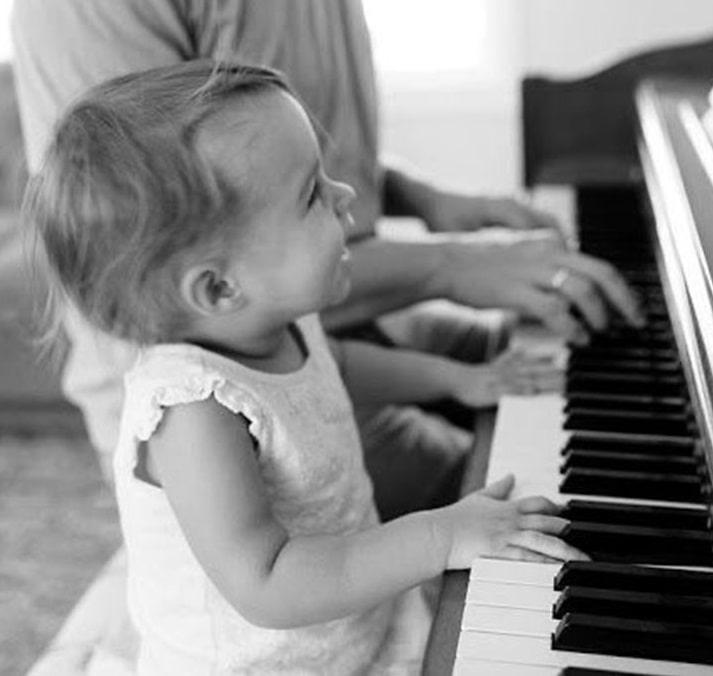 ヤマハとカワイ、グランドピアノの弾き比べ