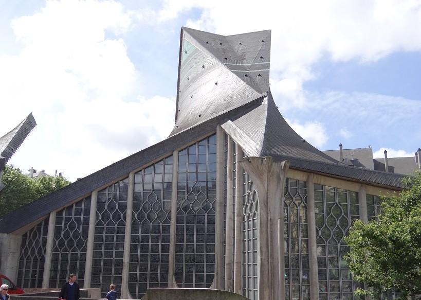 教会外観(ステンドグラス壁面外側)