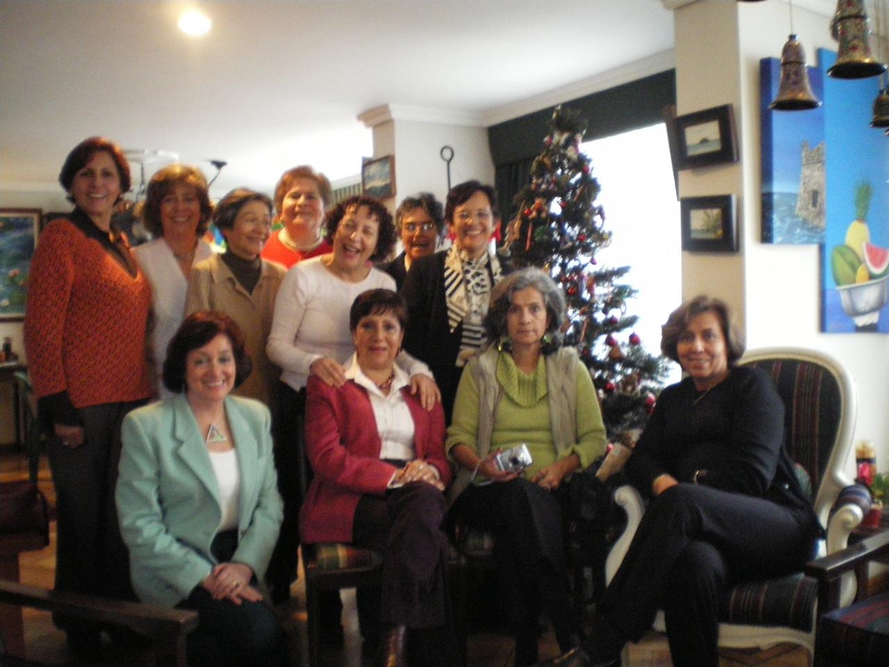 diciembre de 2007 - compañeras 65- visita de Rosa Elvira Vera y Aura Victoria Mazo