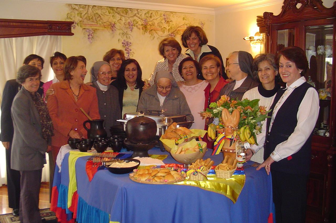 Sor Inés Romero, Sor Anita Cleves, Sor Irma Castro y 12 compañeras 65 - agosto 2006