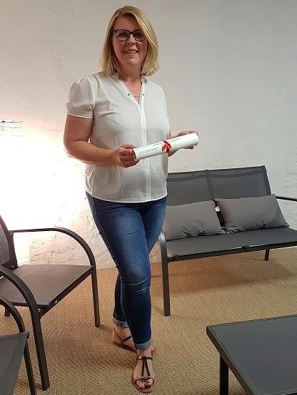 Céline Braun Debourges avec son diplôme