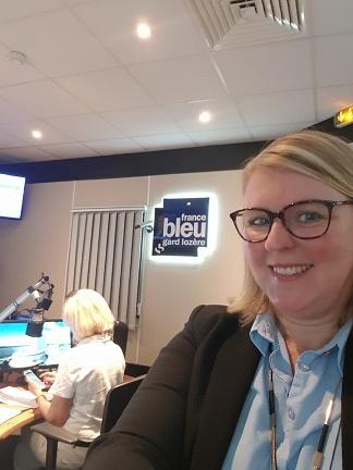 Céline Braun Debourges dans le studio de France Bleu Gard Lozère