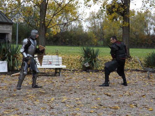 combat en armure à l'extérieur du château de Freistroff