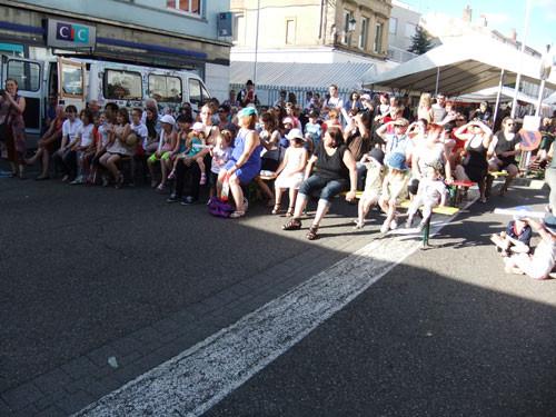 Le public nombreux pour la demonstration du samedi 19h-19h15