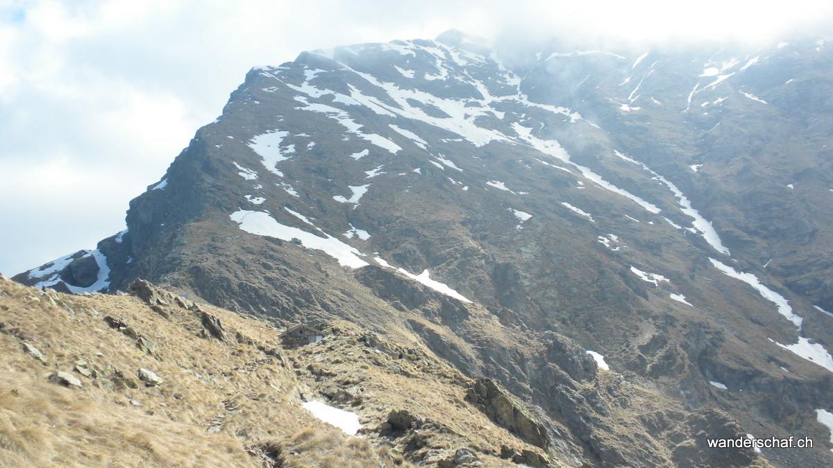 das Biwak mit dem Monte Legnone im Hintergrund....leider wird er schon von Wolken eingehüllt