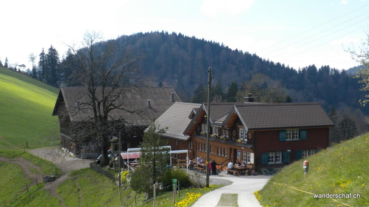 Ankunft beim gemütlichen Bergrestaurant Bergli