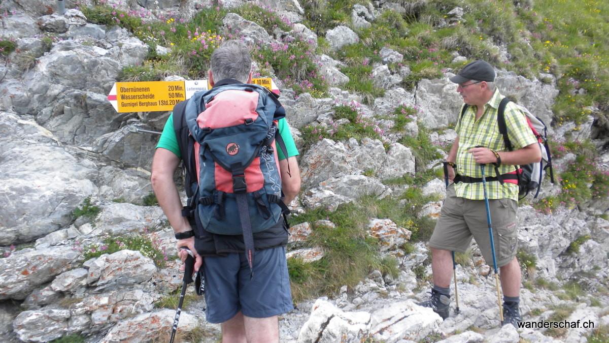 am Leiterepass entsteiden wir uns für den Abstieg zurück zum Gurnigel