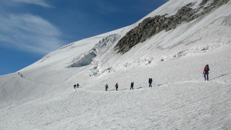 in der Querung unterhalb des Gipfels