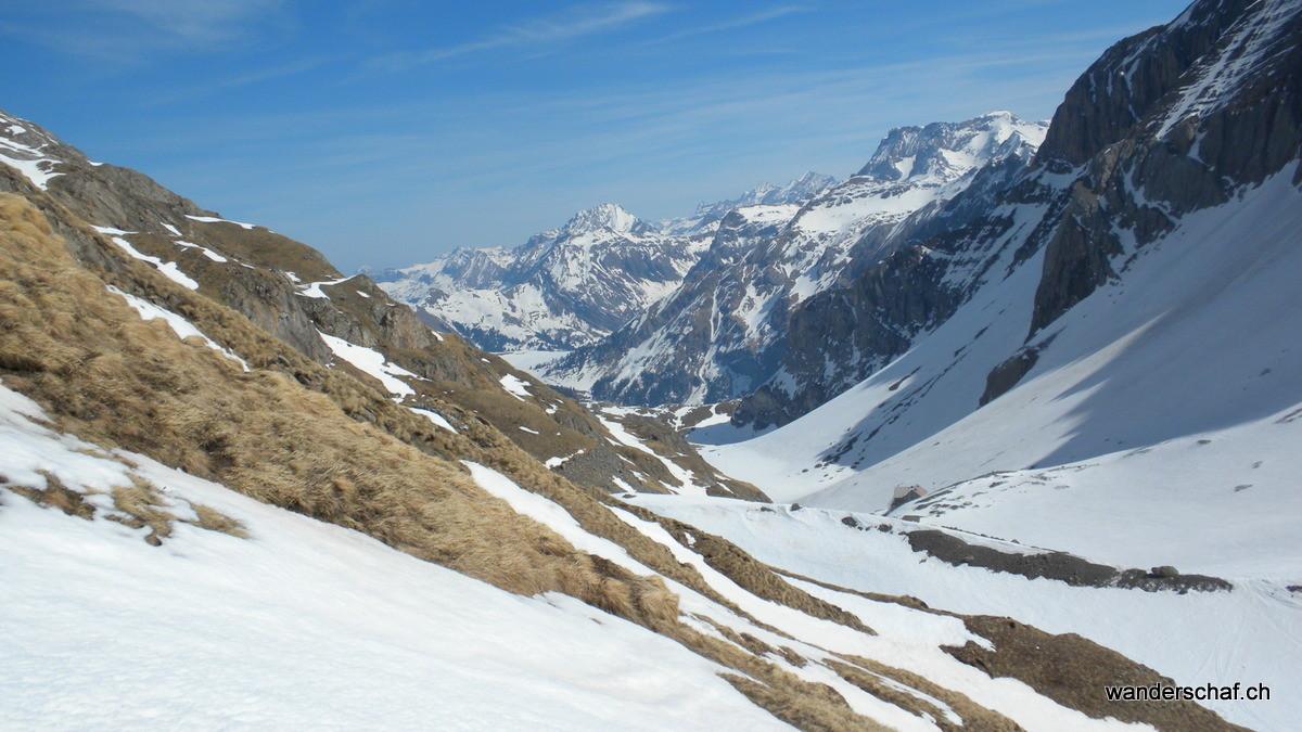Wildhornhütte in Sicht