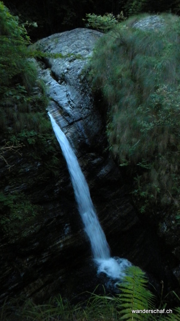Abendspaziergang zum nahegelegnen Wasserfall