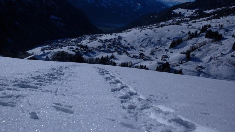 unsere Spuren im Aufstieg Richtung Bolberg....weit unten ist Habkern