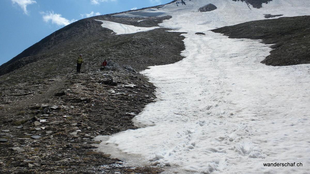 ....hier sind die Schneefelder noch hilfreich zum Runterrutschen