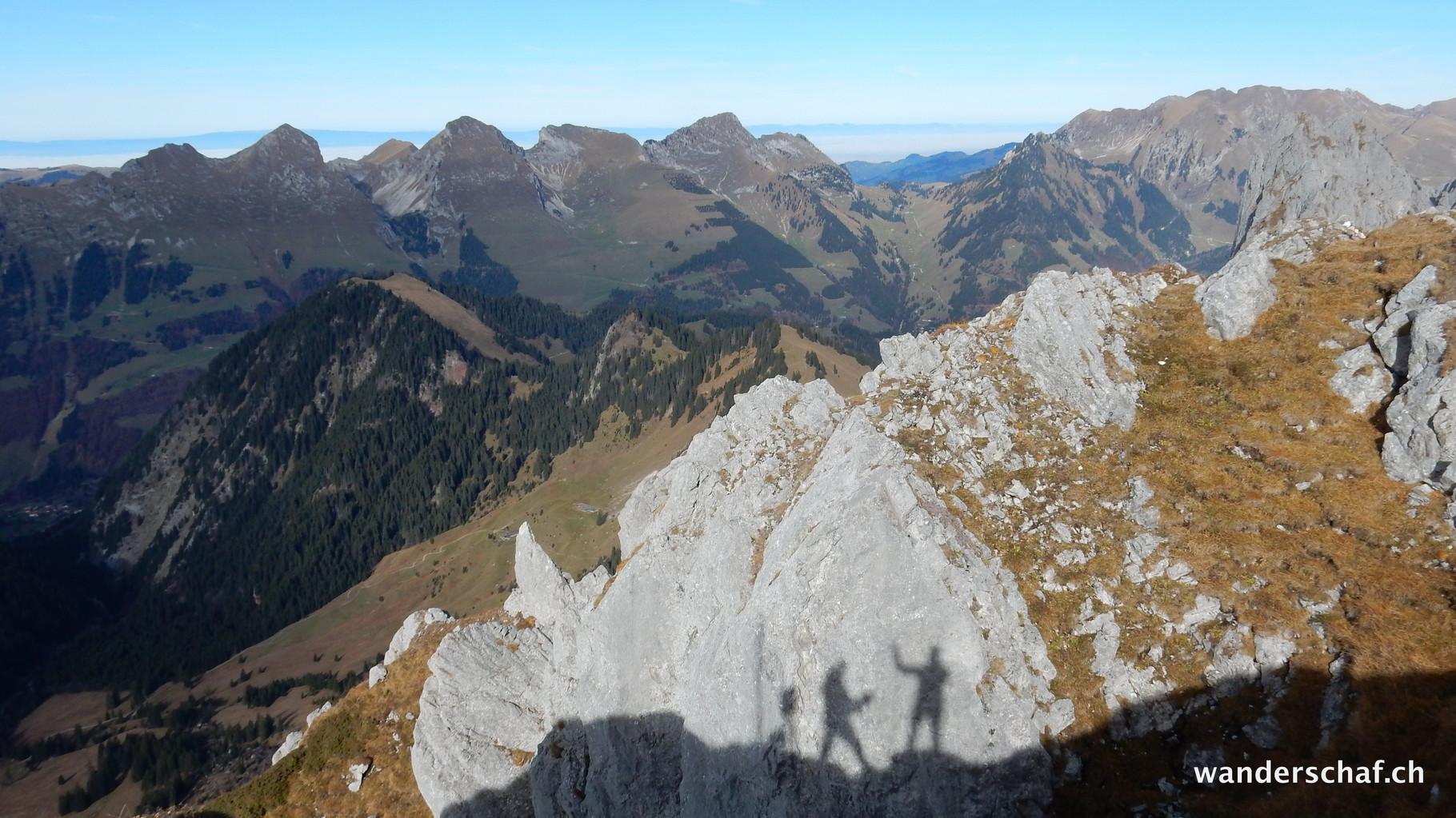 Schattenspiele mit den Schwarzseekette im Hintergrund