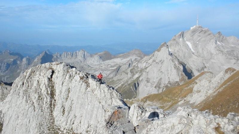 der luftige Verbindungsgrat zum Gipfelkreuz am Altmann