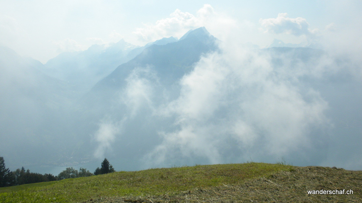 der Nebel lichtet sich bei der Alp Weid