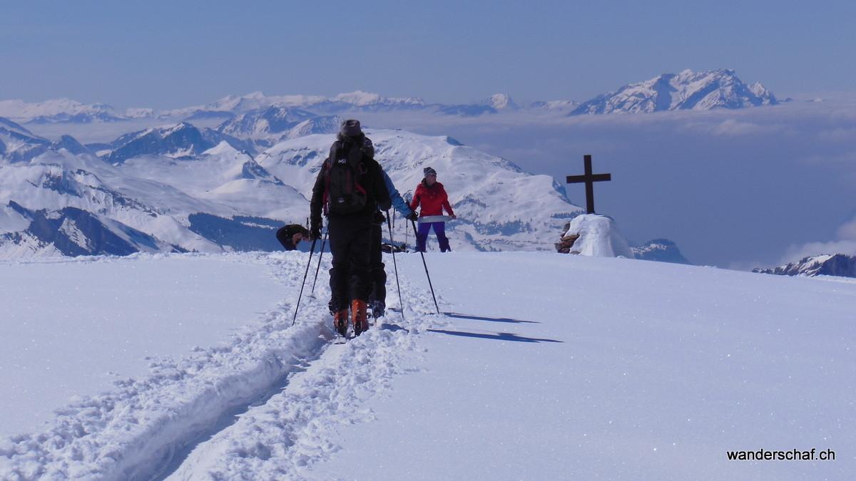 westwärts Richtung Gipfelkreuz