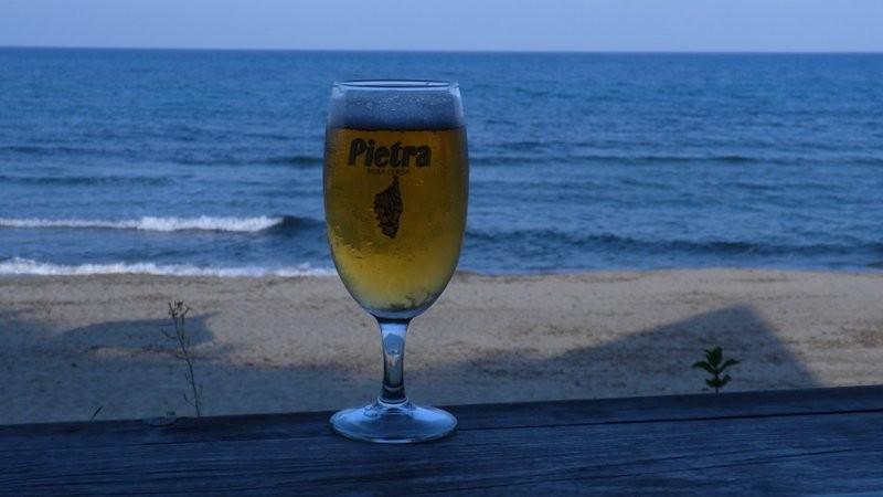 und ein kühles korsisches Marroni Bier