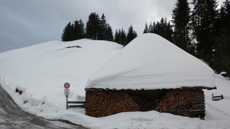trotz des Regens ist im Moment noch viel Schnee vorhanden