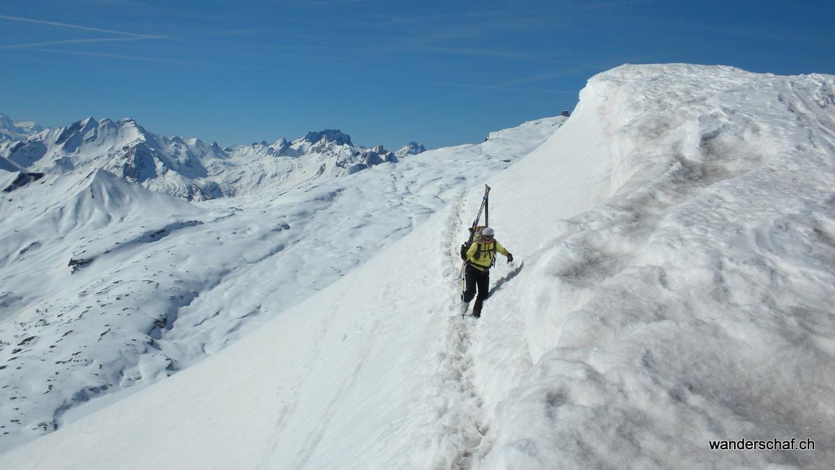 dank dem guten Trittschnee lassen wir die Skier gleich auf dem Rucksack