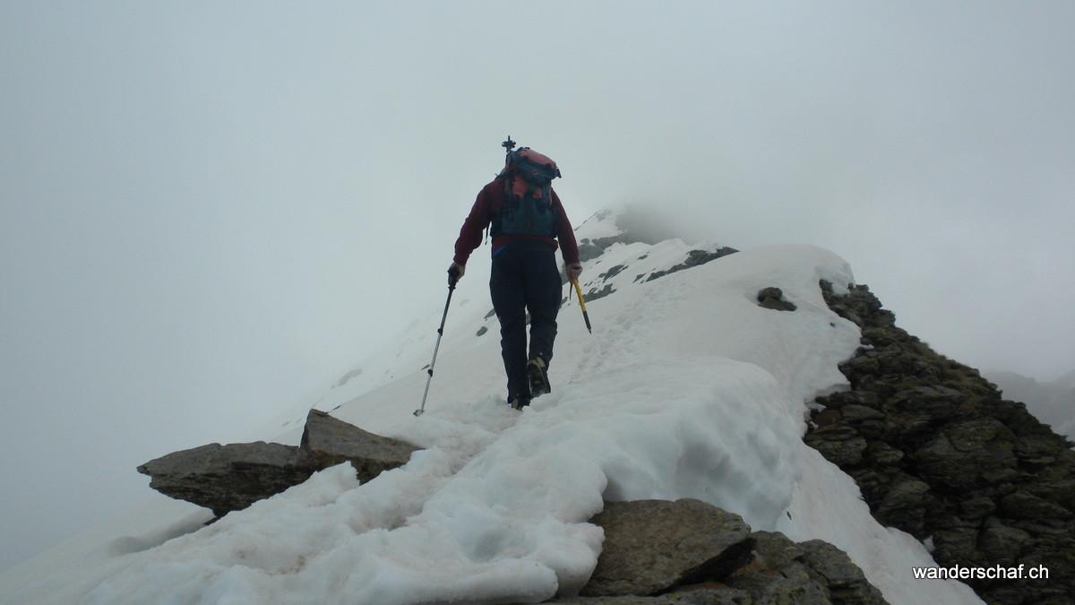 der Weiterweg über den Schneegrat zum Hauptgipfel