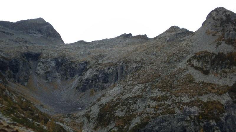 Blick zum Passo di Chent und den Abstieg vom Vortag