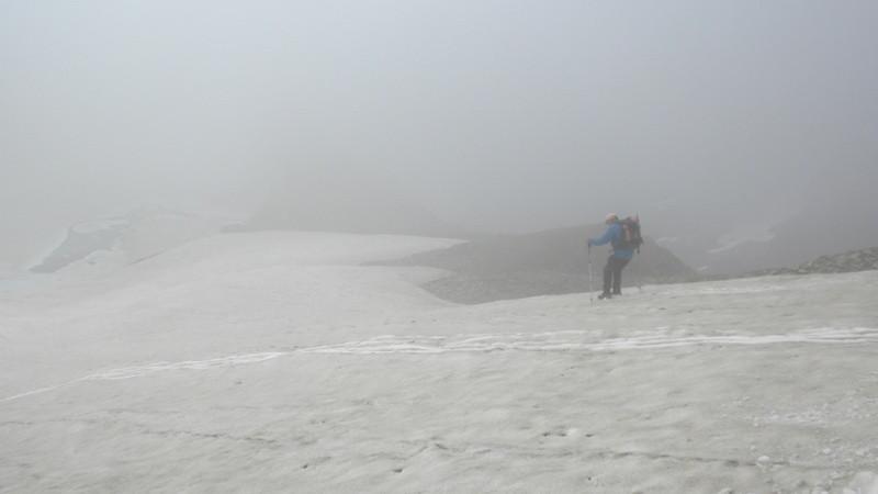 Schneefelder verkürzen uns den Abstieg zum Rifugio Claudio & Bruno runter