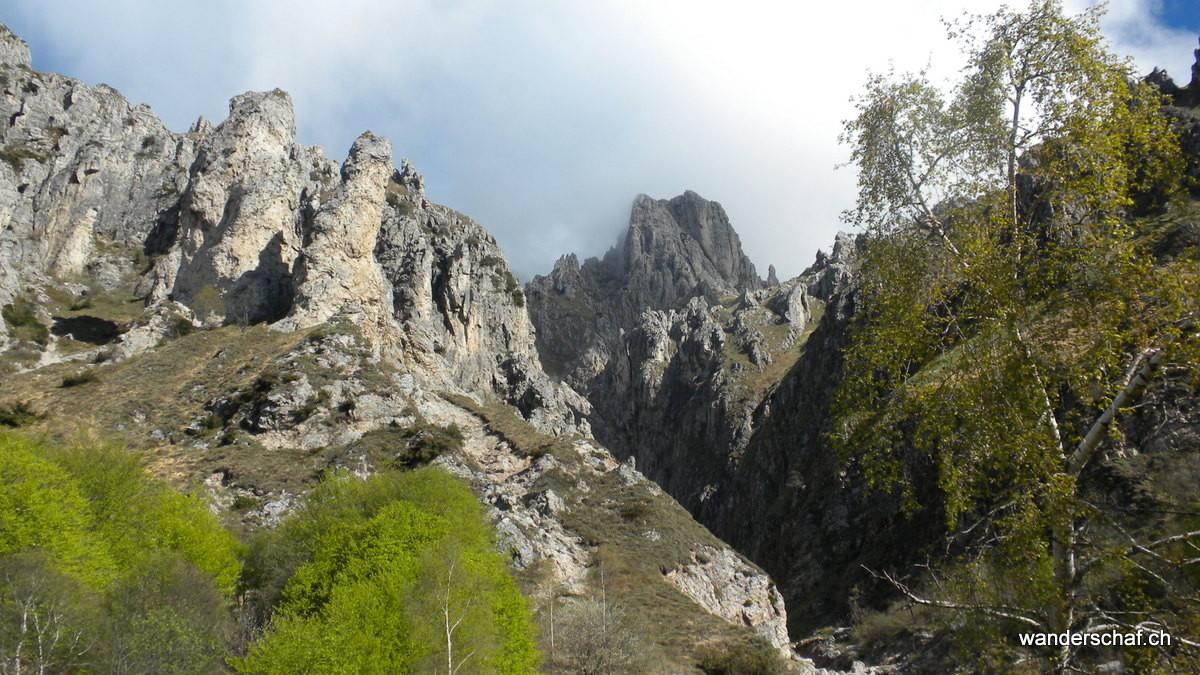 die ersten eindrücklichen Kalktürme der Grignetta in Sicht