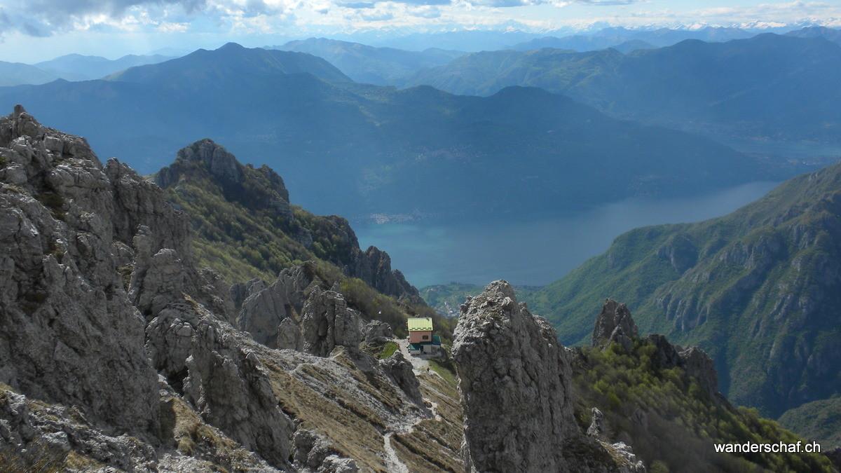 das prächtig gelegene Rifugio Rosalba in Sicht