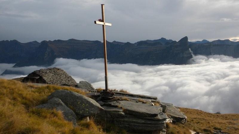 doch schon bei der Alp Scimarmoto begrüsst uns die Sonne