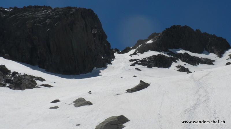 Blick zurück......dank den guten Bedingungen im Couloir klappte es mit dem Gipfelglück