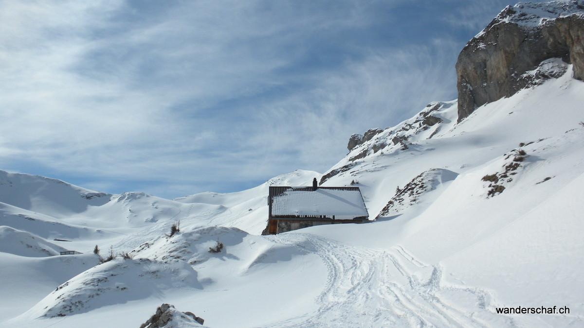 unser nächstes Ziel der Hagelstock ist in Sicht (über dem Hausdach)