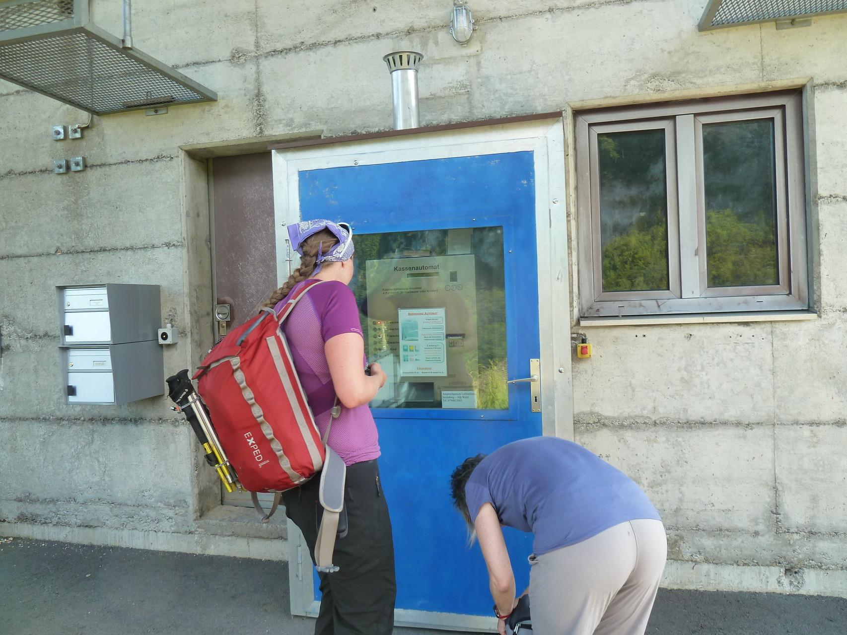 die Selbstbedienungsbahn zur Alp Weid