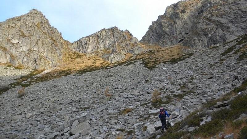 über dieses steile Geröllfeld erreichen wir die Bochetta del Sasso Bello