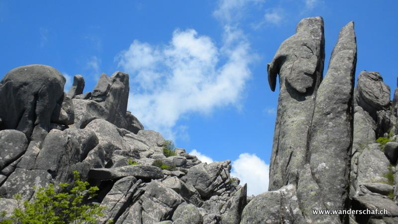 auch hier die verschiedensten Felsformationen