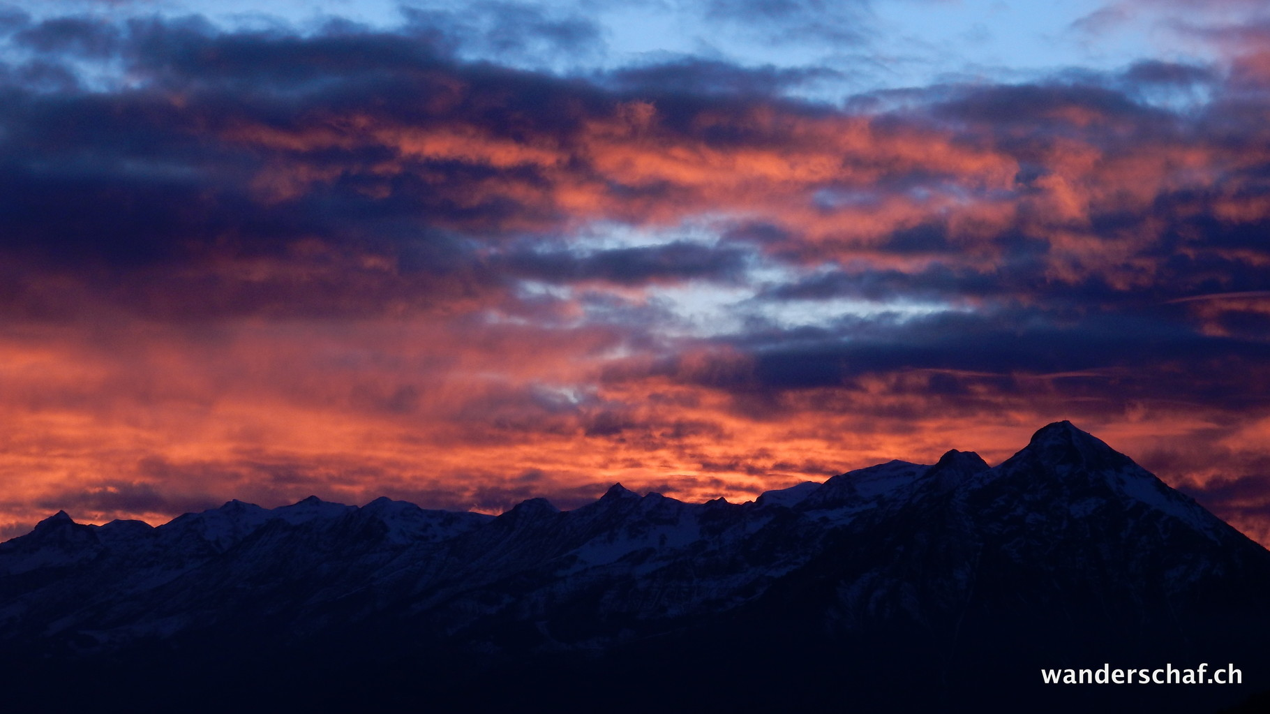 wunderbarer Sonnenuntergang Richtung Niesen