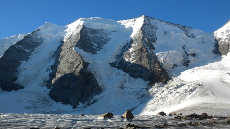 Piz Palü mit seinen 3 Gipfeln (Ost-, Mittel und Piz Spinas)
