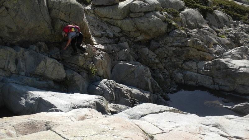 wunderschönes, fester Kraxelgelände im Aufstieg Richtung Lac du Cinto