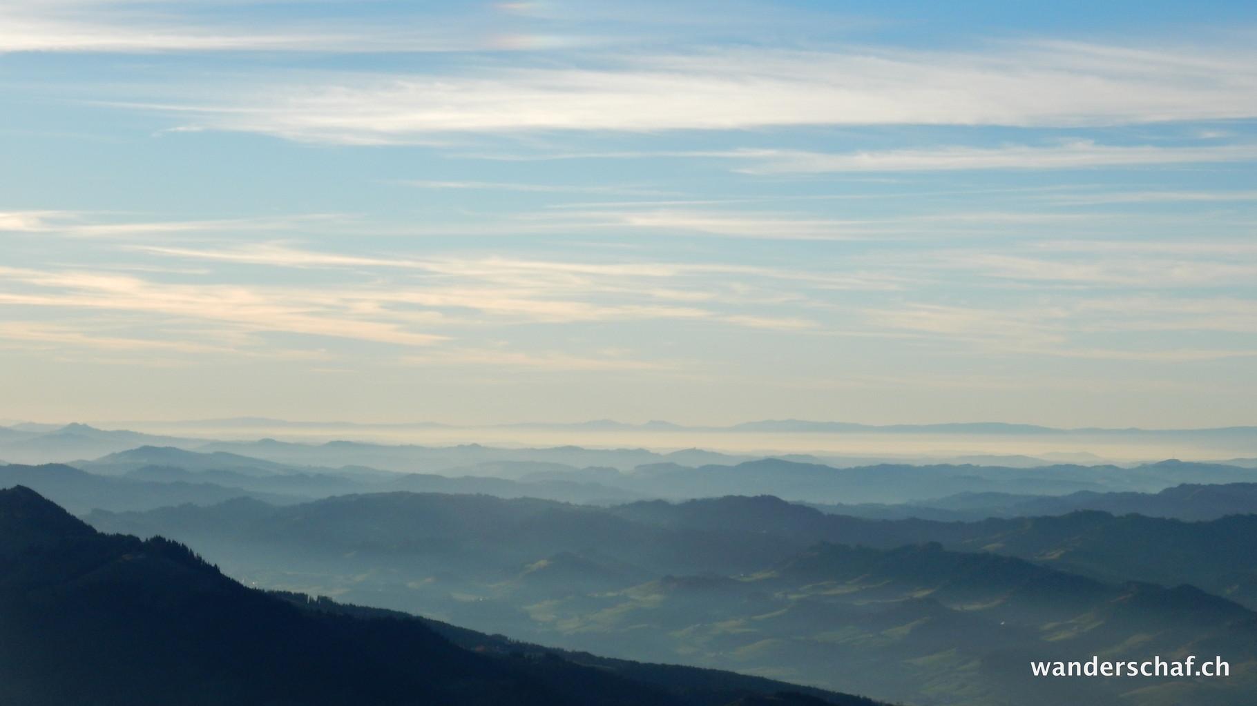 im Mittelland schleicht der Nebel umher