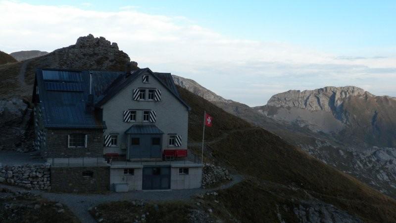 die Rotsteinpasshütte von oben gesehen