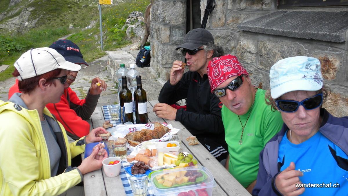 ....und geniessen den Heida mit einem Mittagsschmaus