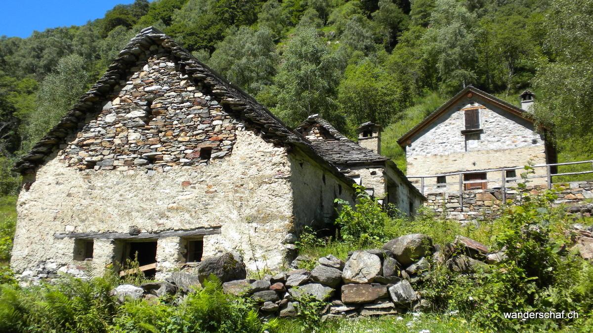 solche, oft verlassenen Älpli trifft man im Val Grande öfters an