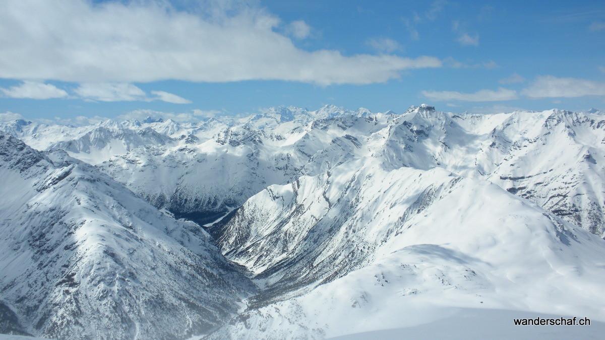 sogar die Gipfel der Bernina Gruppe sieht man von hier oben