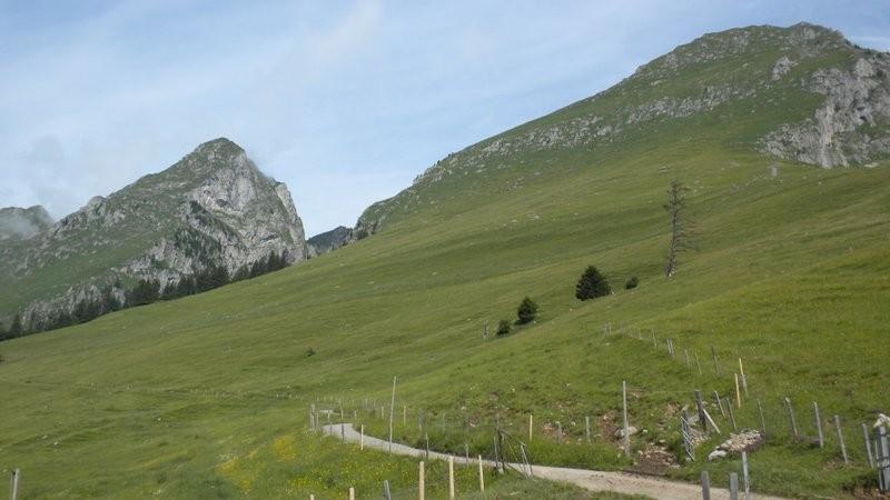 Im Aufstieg (links Maischüpfenspitz, rechts der Schopfenspitz